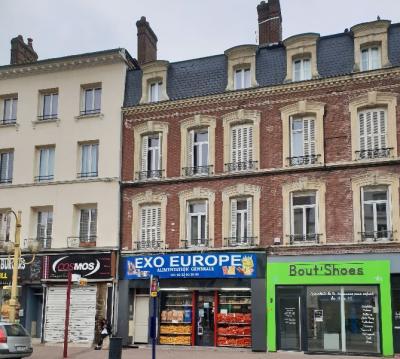 VENDU - IDEAL INVESTISSEUR - Bonne rentabilité - lot de 3 appartements en plein centre-ville d'Elbeuf